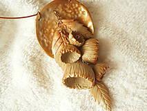 - Náhrdelník z polyméru, kytka medená - 8098202_