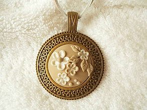 Náhrdelníky - Náhrdelník z polyméru, kytka v béžovej - 8098547_