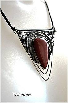 Náhrdelníky - Cínovaný prívesok s červeným jaspisom - 8100647_