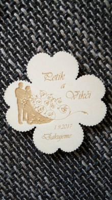 Darčeky pre svadobčanov - Štvorlístok pre hostí 1 + výrezaný okraj - magnetka - 8101832_