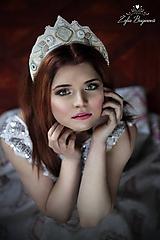 Ozdoby do vlasov - Vyšívaná svadobná korunka - 8102766_
