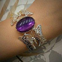 Náramky - Amethyst and Butterfly Silver Bracelet / Náramok s motýľmi a ametystom v striebornom prevedení - 8104505_