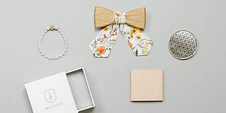 Náhrdelníky - ORIGINÁL – Dámsky drevený motýlik Pae - 8112827_