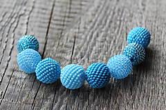 Náhrdelníky - náhrdelník z modrých obšívaných guličiek 1 - 8112870_