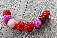 Náhrdelníky - náhrdelník z červeno-ružových obšívaných guličiek - 8113006_