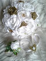 bielo-zlatá svadobná kytica, pierko a náramok