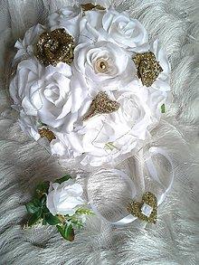 Kytice pre nevestu - bielo-zlatá svadobná kytica, pierko a náramok - 8112290_