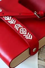Kabelky - Vyšívaná kabelka na rameno BOHEMIAN CLUTCH RED - 8112179_