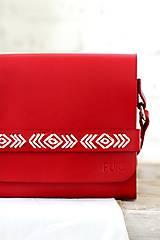 Kabelky - Vyšívaná kabelka na rameno BOHEMIAN CLUTCH RED - 8112180_