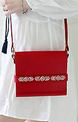 Kabelky - Vyšívaná kabelka na rameno BOHEMIAN CLUTCH RED - 8112198_