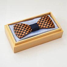 Doplnky - Drevený motýlik GRAND - hruška šach - 8112563_