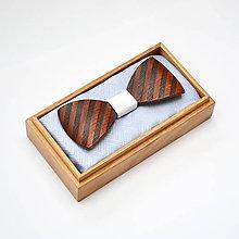 Doplnky - Drevený motýlik GRAND - mahagon šrafy - 8112574_