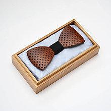 Doplnky - Drevený motýlik GRAND - mahagon puntíky - 8112598_