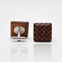 Šperky - Drevené manžetové gombíky ELEGANCE - mahagon šach - 8113640_