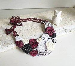 Náhrdelníky - Bordová elegancia, látkový náhrdelník ruží - 8111325_