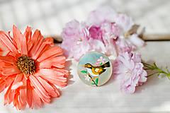 Odznaky/Brošne - Ručně malovaná brož s hnědým ptáčkem - 8116536_