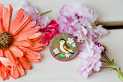 Odznaky/Brošne - Ručně malovaná brož s ptáčkem - 8116565_