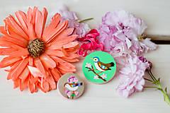 Odznaky/Brošne - Ručně malovaná brož s ptáčkem v zelené - 8116577_