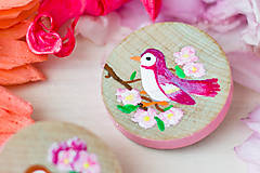 Odznaky/Brošne - Ručně malovaná brož s růžovým ptáčkem - mini - 8116620_
