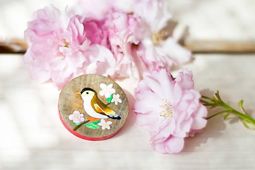 Ručně malovaná brož s ptáčkem
