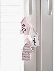 Dekorácie - Závesné ružové domčeky - 8115842_