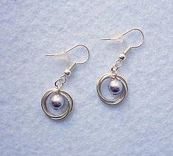 Náušnice - Strieborné krúžky s bledofialovou perličkou - 8115853_