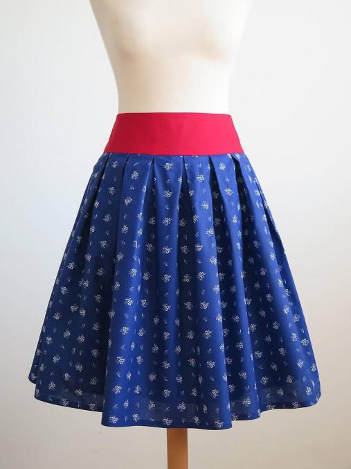 sukňa s červeným pásom