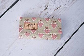 Peňaženky - Peňaženka zelená so srdiečkami - 8117627_