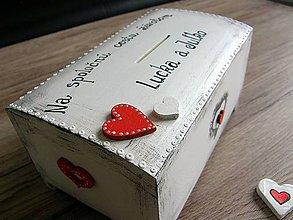 Krabičky - pokladnička vintage so srdiečkami - 8118022_