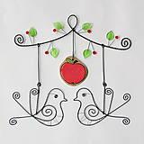 láska pod jabloňou