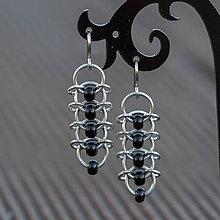 Náušnice - Korálkové hřbety - náušnice (černé) - 8121908_
