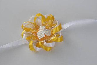 Pierka - Žlto-biely náramok pre družičku - 8121571_