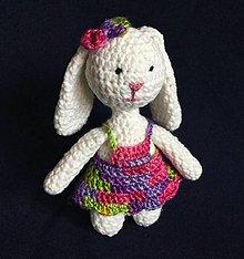Hračky - Háčkovaná hračka Zajačica parádnica - 8124193_