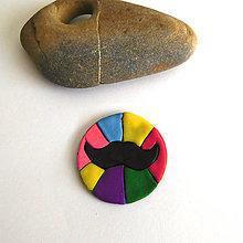 Náhrdelníky - Mozaikový prívesok (farebné moustache) - 8121220_
