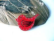 Odznaky/Brošne - folk vtáčik červený-brošňa  - 8126871_