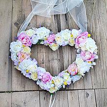 Dekorácie - Svadobné srdce na auto s pivonkami, ružami a levanduľou - 8131497_