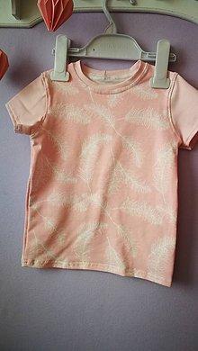 Detské oblečenie - Tričko s pierkami - 8133097_