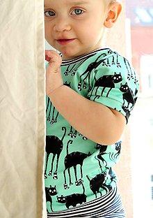 Detské oblečenie - tričko z biobavlny Mačky v ponožkách (mentol) - 8137916_