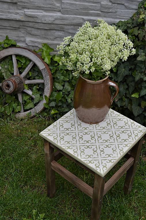 Taký vidiecky stolík/stolička