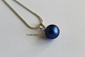 Náhrdelníky - Prívesok Swarovski PearIs Iridescent Dark Blue Rh - 8145792_