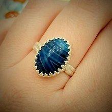 Prstene - Blue Rainbow Agate & Silver Ag 925 / Strieborný prsteň s modrým dúhovým achátom /0581 - 8146362_