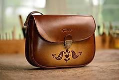 Kabelky - kabelka kožená PASPULA vzorovaná s vtáčikmi hnedá - 8146143_