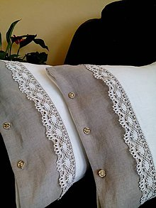 Úžitkový textil - Ľanový vankúš s dvojfarebnou krajkou - 8149319_