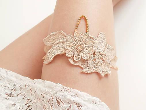 Béžová kvetinová čipka (telová, nude, champagne) so zlatou štrasovou retiazkou - podväzok