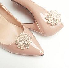 Obuv - Béžová čipka kvetinové klipy na topánky - 8148394_