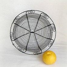 Košíky - košík vyrobený tradičnou drotárskou technikou - 8150368_