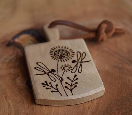 Kľúčenka z orechového dreva-