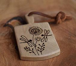 Kľúčenky - Kľúčenka z orechového dreva- \