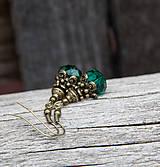 Smaragdové v bronze - brúsené - náušnice