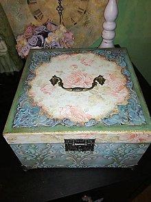 Krabičky - môj kozmetický kufrík - 8152408_